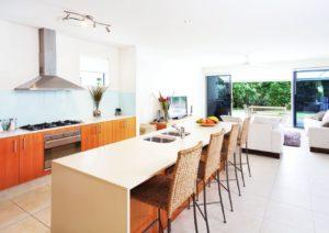 Reforma de cocina con barra americana en Málaga - Trabajos GSC