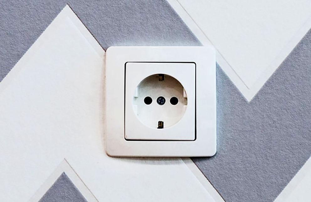como cambiar un enchufe y un interruptor